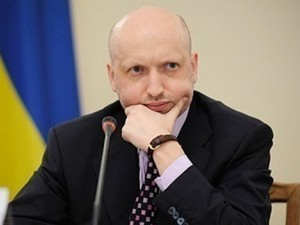Турчинов предлагает захватчикам админзданий на востоке страны амнистию