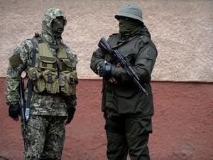 «Вежливые люди» с автоматами появились в Славянске