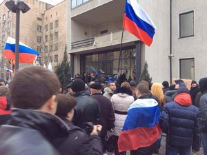Здание ГУ МВД Украины в Донецкой области без боя сдали сепаратистам