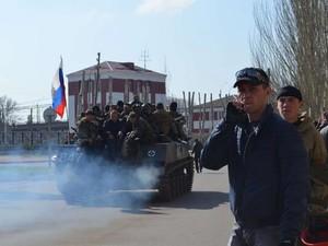 В Краматорске замечены БТР с российскими флагами