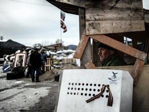 Славянск обрастает баррикадами, для съемок в городе нужны специальные разрешения