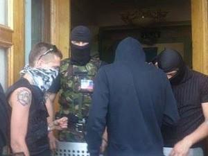 Вооружённые люди не пускают сотрудников Донецкой ТРК на работу