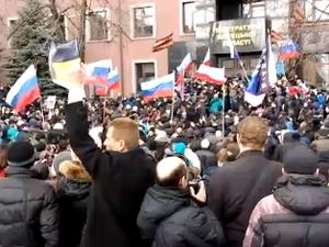 В Донецке митинг перерос в штурм здания прокуратуры. Оно контролируется террористами