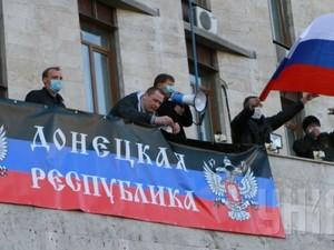 По словам Гурова, он с другими активистами был у одного из местных депутатов, они обсуждали, «как бороться за единую Украину»