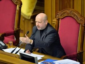 Турчинов констатировал улучшение ситуации в Луганской и Донецкой областях