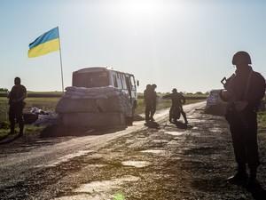 АТО продолжается под Луганском: на севере строят блокпосты, чтобы защитить Харьков