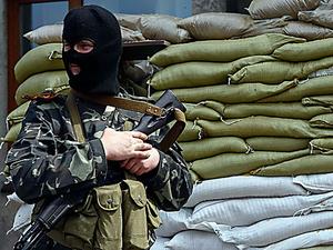 Представители ДНР встречают гостей Донецка с гранатометами