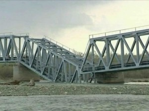 В Лисичанске испуганные сепаратисты взорвали мост