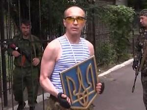В Луганске представители ЛНР решили избавиться от герба Украины