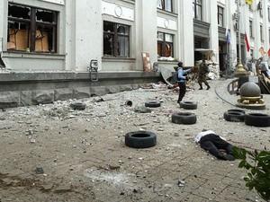 В Луганске террористы решили, что взрыв у ОГА организовал студент