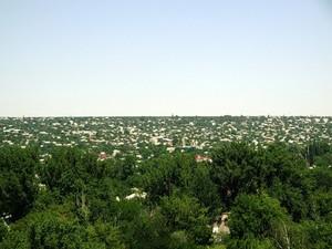 На окраине Луганска снаряд попал в жилой дом