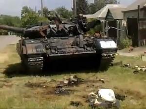Окруженные украинские военные, не желая сдаваться террористам, подорвались на танке