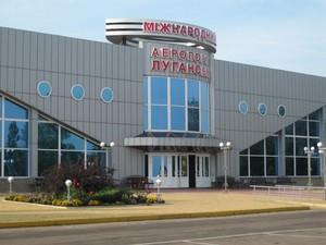 Луганский аэропорт обстреливают из танков
