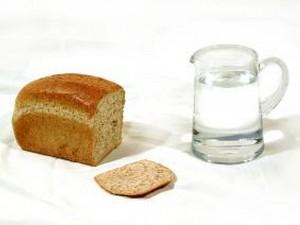 Из Харькова в Славянск прибыли хлеб и вода, на подходе в город уже и другие продукты.