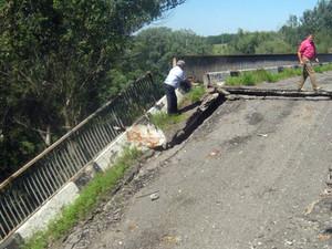 В Донецкой области подорван мост. Движение перекрыто
