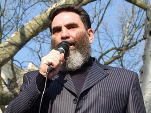на фото: Валерий Кауров, один из тех, кому теперь запрещен въезд в Канаду