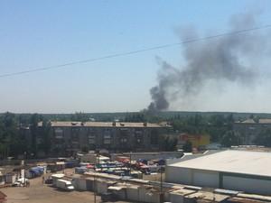 В Луганске взрывы и пожар