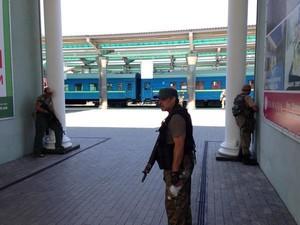 В Донецке не работает железнодорожный вокзал. Город обстреливают