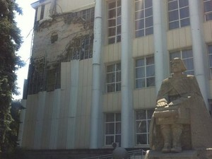 В центре Луганска стреляют, на окраинах бои