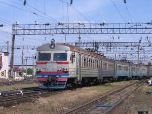 Грузовые поезда теперь ходят по другой линии.
