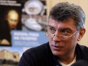 Когда Путин поймет, что поражение близко, он может ввести войска, - Немцов