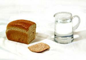 В Луганске организованы поставки хлеба и воды
