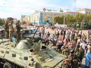 В Луганске все же отметили день города. Были пляски, байкеры и концерт