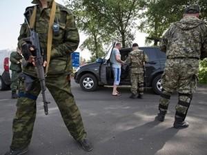 В Луганске левый ряд на дорогах только для боевиков ЛНР