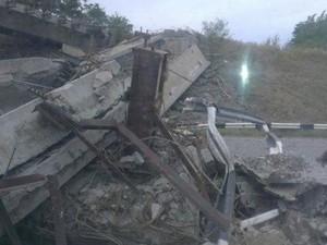 На Донецкой объездной обвалилась эстакада (ФОТО)