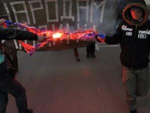 """Русские националисты сожгли флаг """"Новороссии"""""""