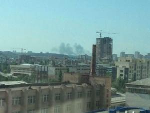 Взрывы слышны в районе вокзала и аэропорта