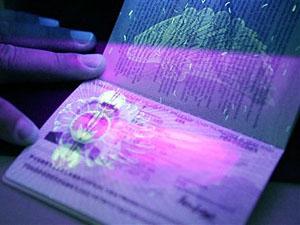Первым из граждан Украины биометрический паспорт 12 января получил президент Украины