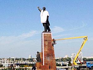 Далеко не все запорожцы разделяют инициативу по сносу памятника.