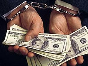 При обыске у уголовников была обнаружена внушительная сумма денег.