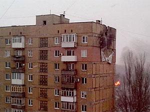 Очевидцы сообщают о том, что в результате взрыва поврежден многоэтажный дом и горит пожар на дачном участке.