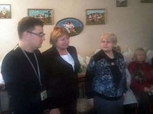 Гуманитарную помощь вручил руководитель организации «Молодая республика» в Донецке Юрий Мартынов.