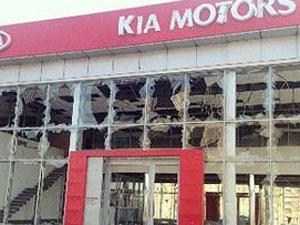 Из луганского автосалона  боевики забрали «на нужды ополчения» 9 внедорожников.