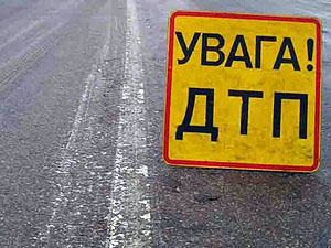 Проезжая село Гродовка, воины не справились с управлением, и въехали в бетонный столб.