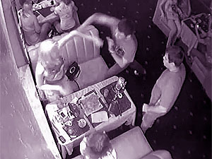 Факт избиения Ландиком девушки отчетливо зафиксировала камера наблюдения ресторана.