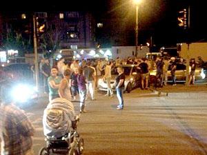 Митингующие перекрыли автомобильную дорогу на проспекте имени газеты «Правда».
