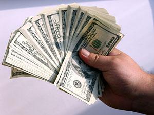 Многие связывают столь внезапную «щедрость» властей с недавним ограблением банка «ВБР»