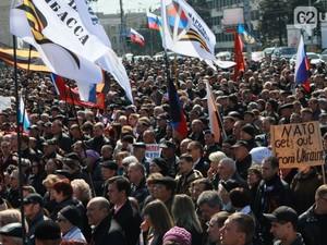 Наблюдатели ОЮСЕ пошли навстречу митингующим и пригласили инициативную группу на переговоры.