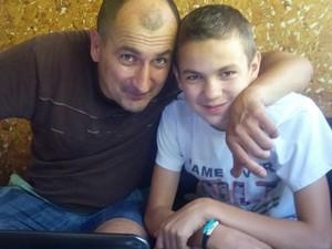 """Вячеслав Соболь, доброволец из батальона """"Айдар"""" (с сыном). Находится под стражей с 11 сентября 2015 года"""