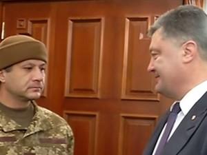 """Порошенко встретил освобожденного """"киборга"""""""